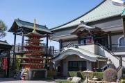 綱島・久光院の境内の三重塔