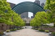 恵比寿ガーデンプレイスの広場へ下るスロープ