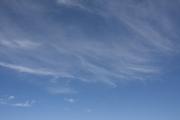 秋のような夏の青空