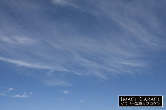 秋のような夏の青空のフリー写真素材