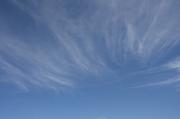 スジ雲のある爽やかな青空