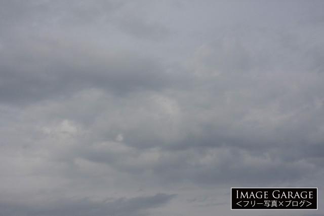 10月の曇り空