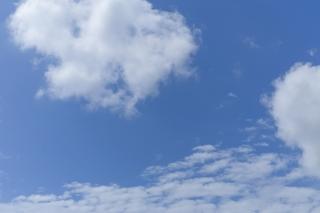爽やかさが感じられる青空(横位置)