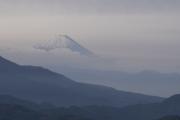 清里・清泉寮から眺めた水墨画のような富士山
