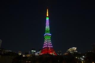 LEDでライトアップされた常磐色(緑色)の東京タワー