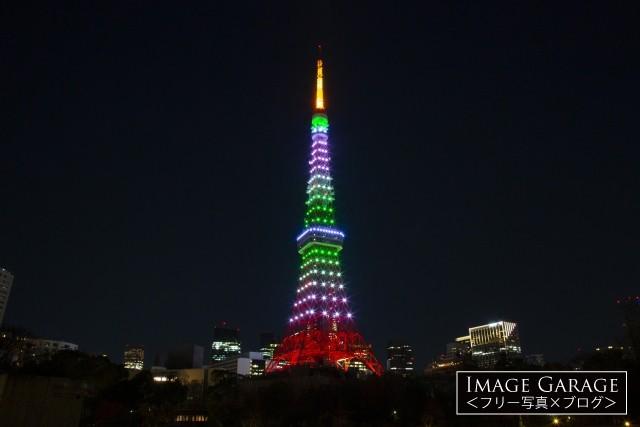 LEDでライトアップされた常磐色(緑色)の東京タワーのフリー写真素材(無料)