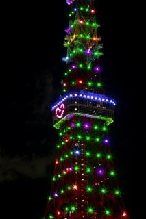 ハートを点灯したクリスマスライトアップの東京タワー