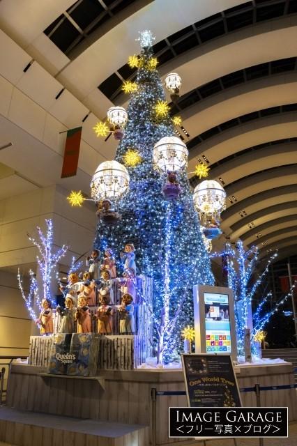 クイーンズスクエアのクリスマスツリー2020のフリー写真素材(無料)