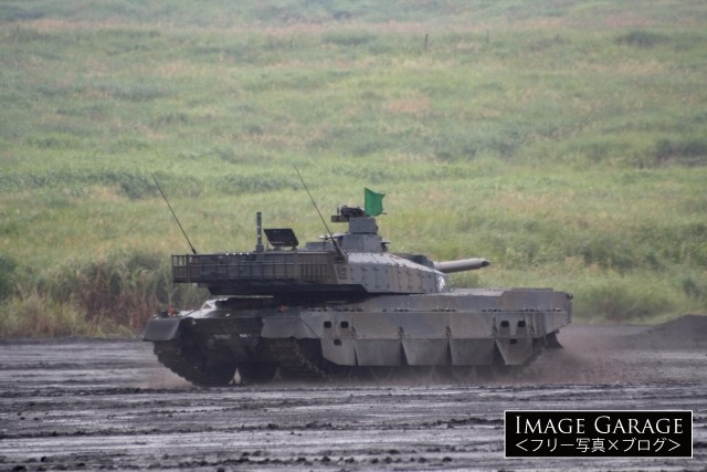 総合火力演習・10式戦車のフリー画像(無料写真素材)
