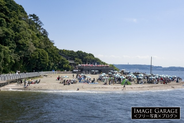 BBQが楽しめる猿島のビーチのフリー写真素材(無料)