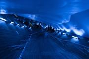 大桟橋のブルーの通路