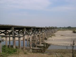増水で橋桁が流れる木津川の上津屋橋(流れ橋)