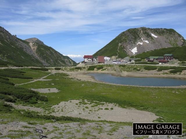 乗鞍岳・鶴ヶ池と畳平バスターミナルのフリー写真素材(無料)