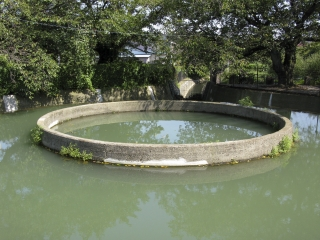 久地円筒分水・中央部