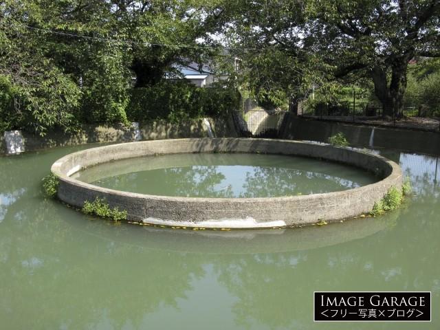 久地円筒分水・中央部のフリー写真素材(無料)