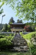 正面から見た定福寺の山門