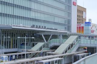 新横浜駅の駅ビル・キュービックプラザ