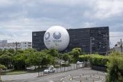 日の丸自動車教習所の球体オブジェ(五輪仕様)