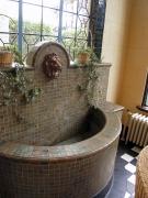 べーリックホール・獅子頭の壁泉