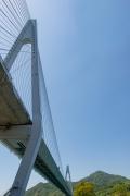 下から見上げた生口橋
