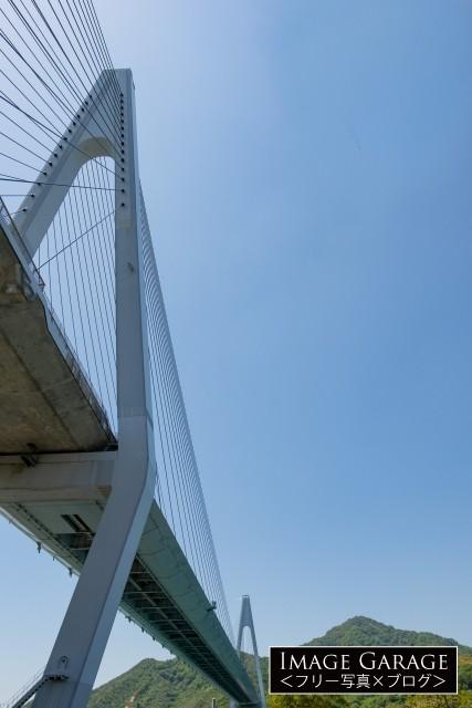 下から見上げた生口橋のフリー写真素材(無料)