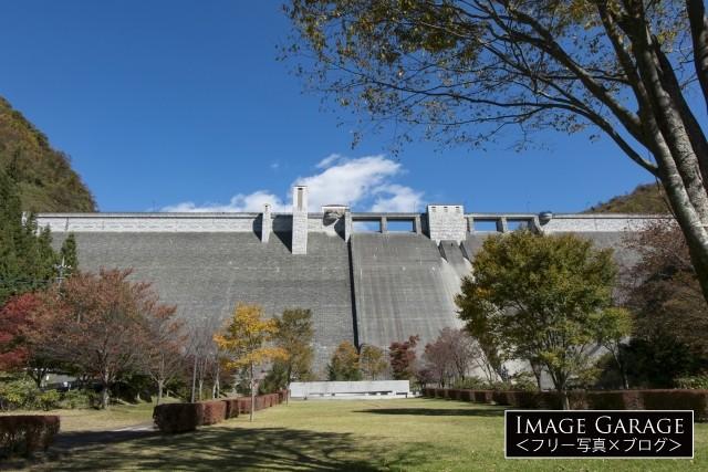 日向見公園から見上げた四万ダムのフリー写真素材(無料)