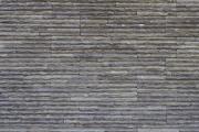 細い石の壁
