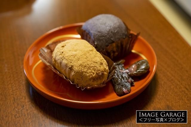 お彼岸に食べるきな粉とあんこのおはぎのフリー写真素材