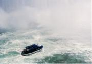 ナイアガラの滝を遊覧する霧の乙女号