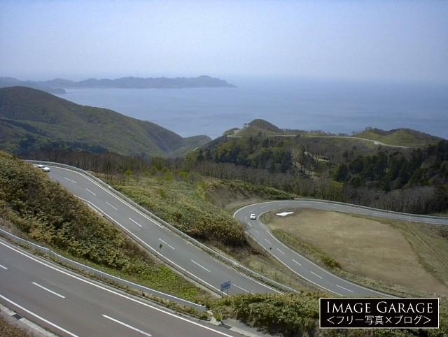 眺瞰台から眺めた国道339号線と日本海のフリー画像(無料写真素材)