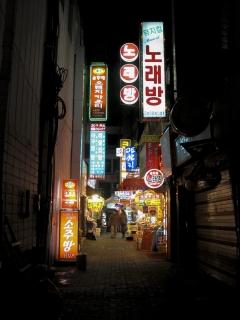 ソウル明洞(ミョンドン)中心地付近の横町