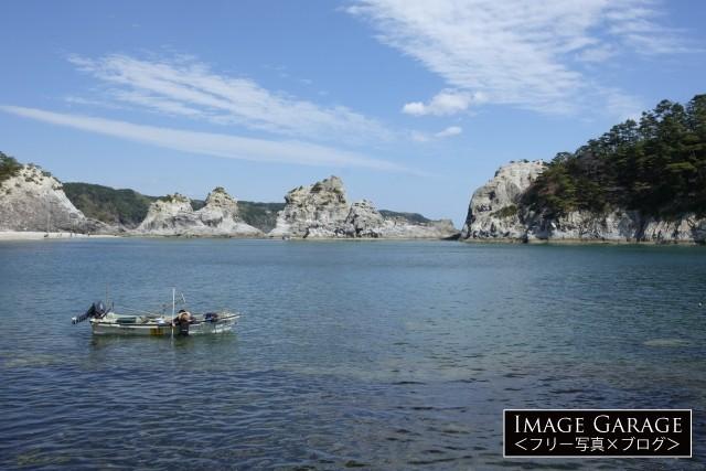 浄土ヶ浜と漁船のフリー画像(無料写真素材)