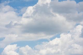 絵の具で描いたような雲