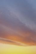 グラデーションが綺麗な夕焼け(縦位置)