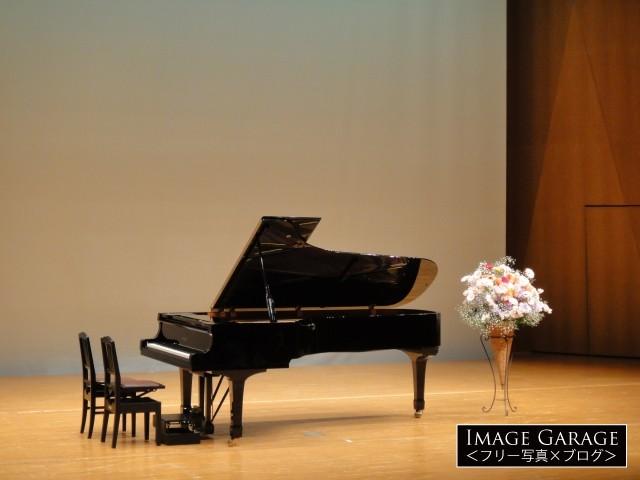 ピアノの発表会のピアノのフリー写真素材