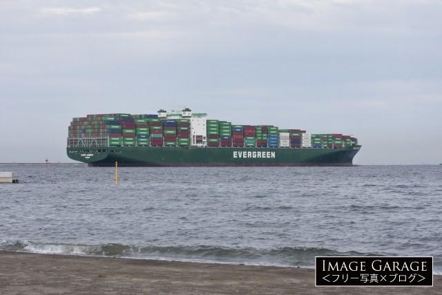 長栄開運のコンテナ船 EVER LENIENTのフリー写真素材