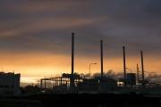 鶴見川・落合橋にある水門と夕焼け