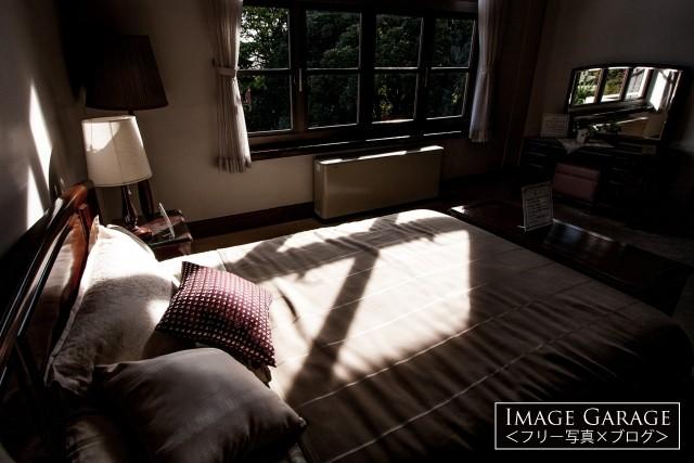 横浜山手・イギリス館2Fの寝室のフリー写真素材