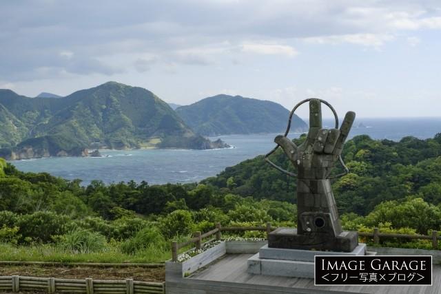 伊豆・恋人岬の指のモニュメントのフリー画像(無料写真素材)