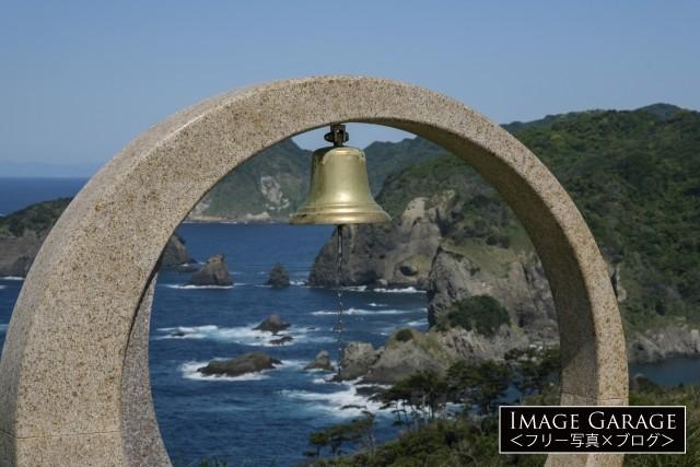 石廊崎・ユウスゲ公園の出会いの鐘のフリー写真素材(無料画像)