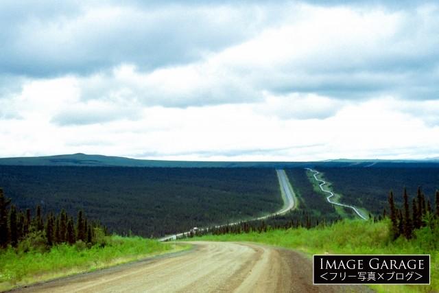 ダルトンハイウェイとアラスカパイプラインのフリー写真素材