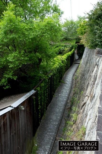 尾道・帆雨亭前の風情ある路地のフリー写真素材(無料画像)