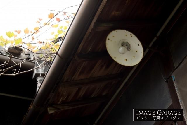 昭和レトロな傘電球のフリー写真素材(無料画像)