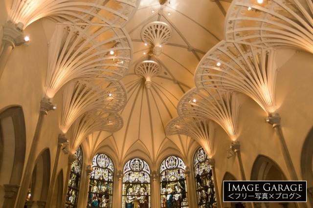 青山セントグレース大聖堂・チャペル内のフリー画像(無料写真素材)