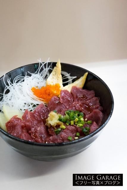食いもん屋 北甲斐道の馬刺丼のフリー写真素材(無料画像)