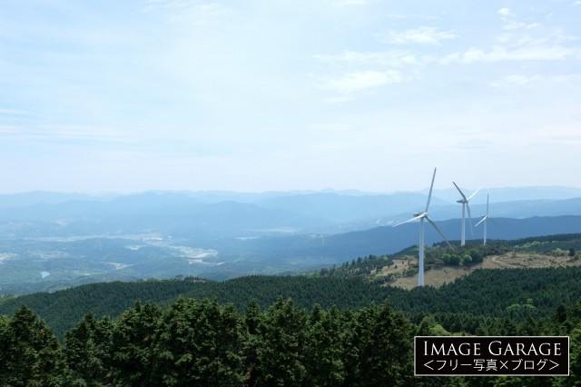 青山高原(ウインドファーム駐車場)のフリー写真素材(無料画像)