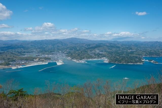月山から眺めた宮古の町と海のフリー写真素材(無料画像)